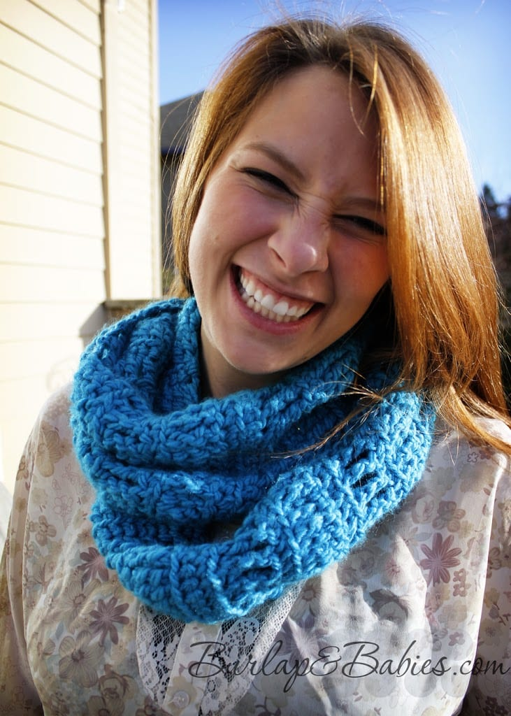 Crochet this chunky infinity scarf. Makes a perfect gift for a birthdays or as a Christmas present!