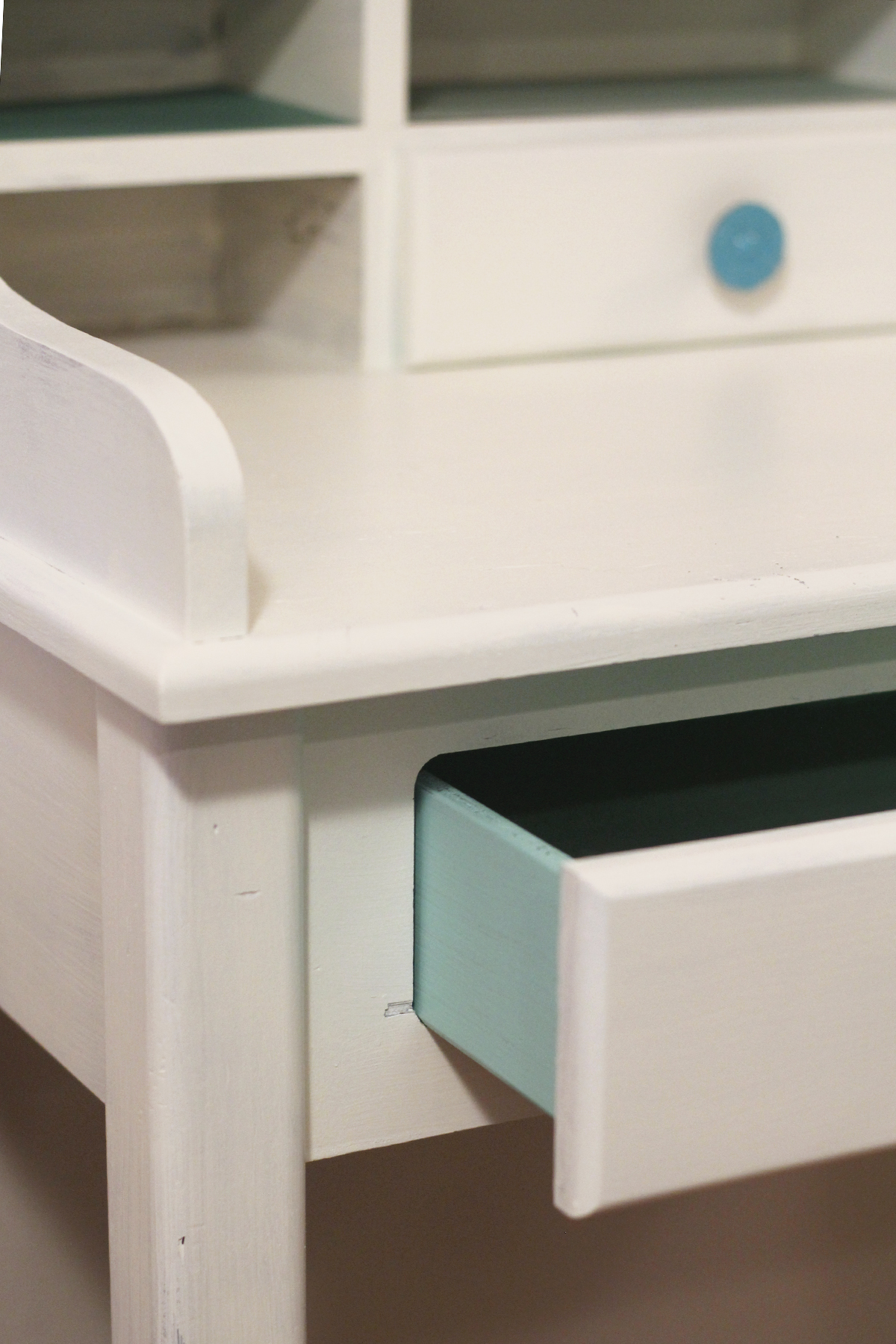Tiffany Blue Desk Makeover / Check out the detailed makeover of this little desk named Stella.