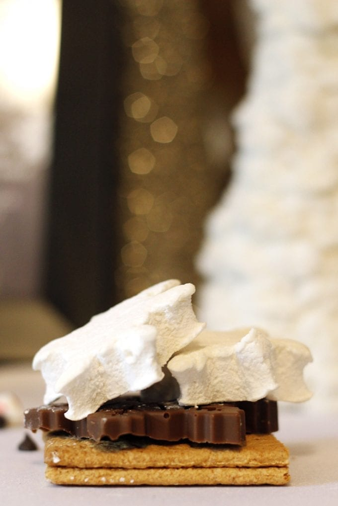 Snowflake S'more Party Favor image.