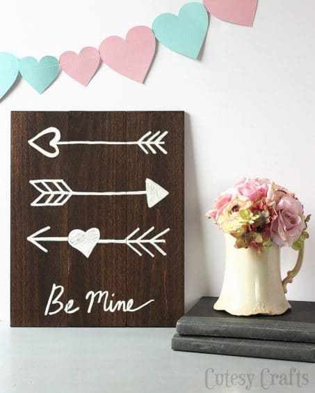 Wooden sign with arrows saying BE MINE image.