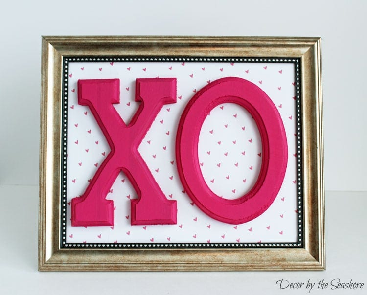 Gold frame with XO image.