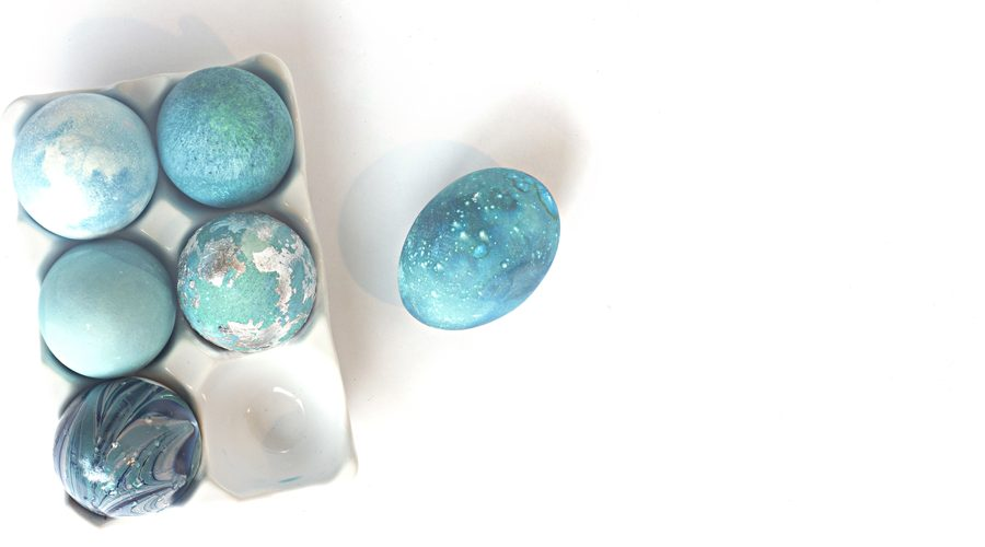 Learn how to decorate galaxy Easter eggs using just some basic food coloring and a paper towel! They turn out stunning and are swoon-worthy!