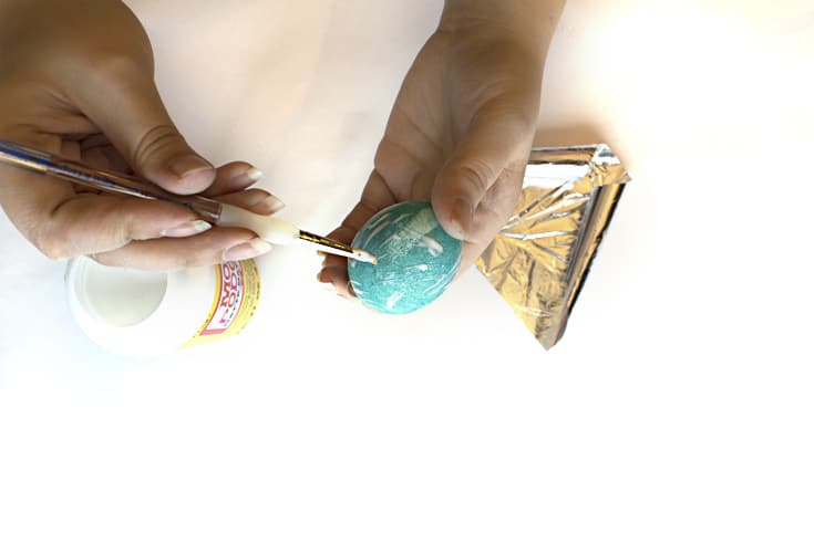 Learn how to decorate easter eggs with metal leaf! So easy and beautiful!