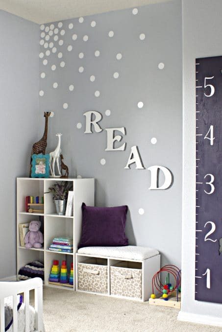 Feature wall with the word READ on it image.