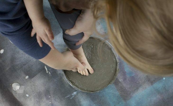 How To Make Footprint Diy Stepping Stones Simple Kids Idea