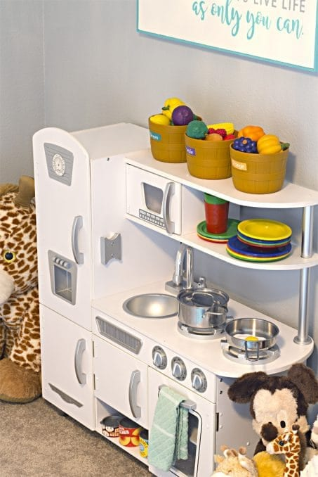 Child's play kitchen image.