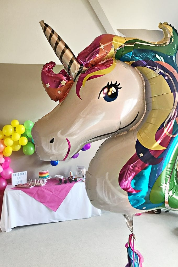 Unicorn head balloon image.