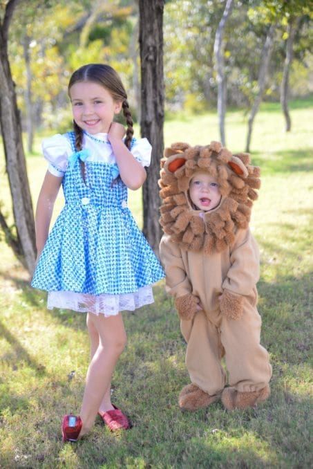 these adorable sister halloween costume ideas are perfect for toddler and