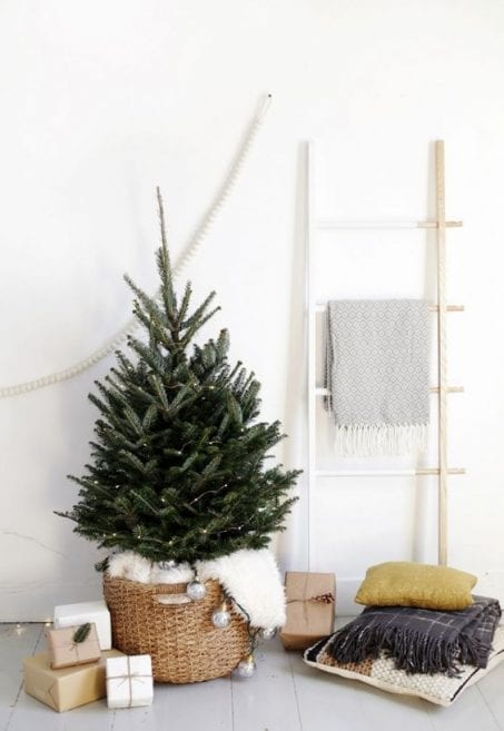 Check out these minimalist Christmas tree ideas before you makeover your home for the holidays! These DIY decorations, tree skirts, and modern ornaments are so fun and perfect for your simplified life!