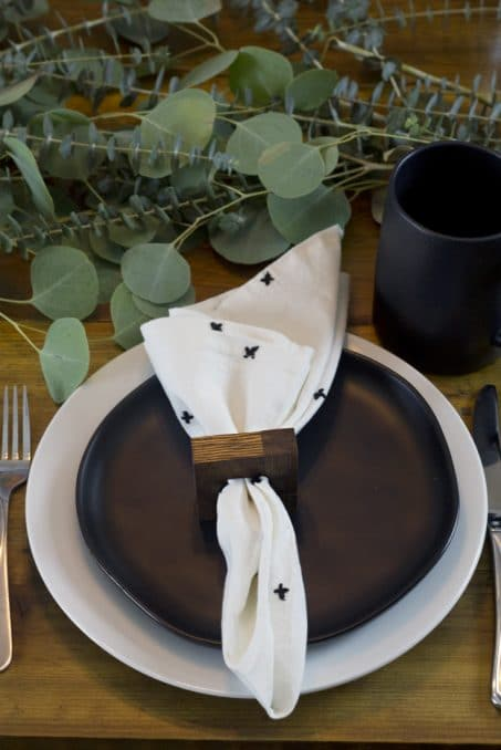 Whip up these simple DIY modern wood napkin rings to finish off your table decor for Thanksgiving or Christmas! So easy to make and cheap!