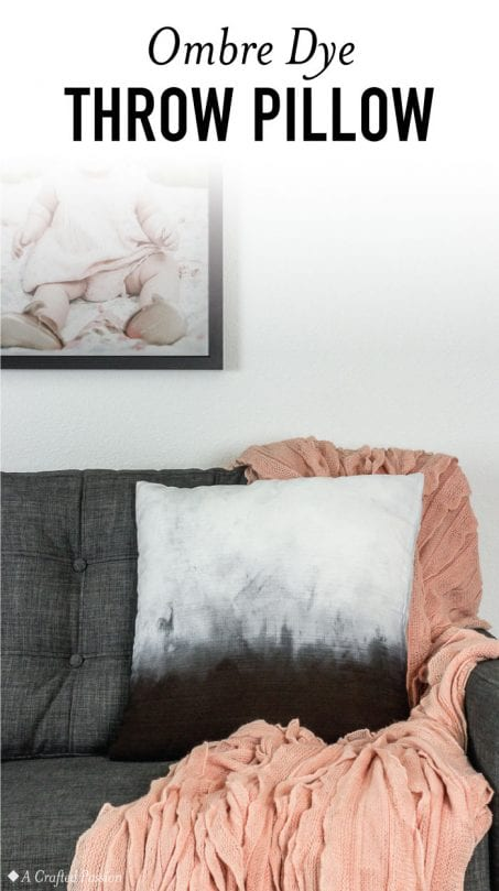 Make this ombre dye pillow to decorate in your living room. This dip dye method is perfect for easy DIY home decor. #diy #homedecor