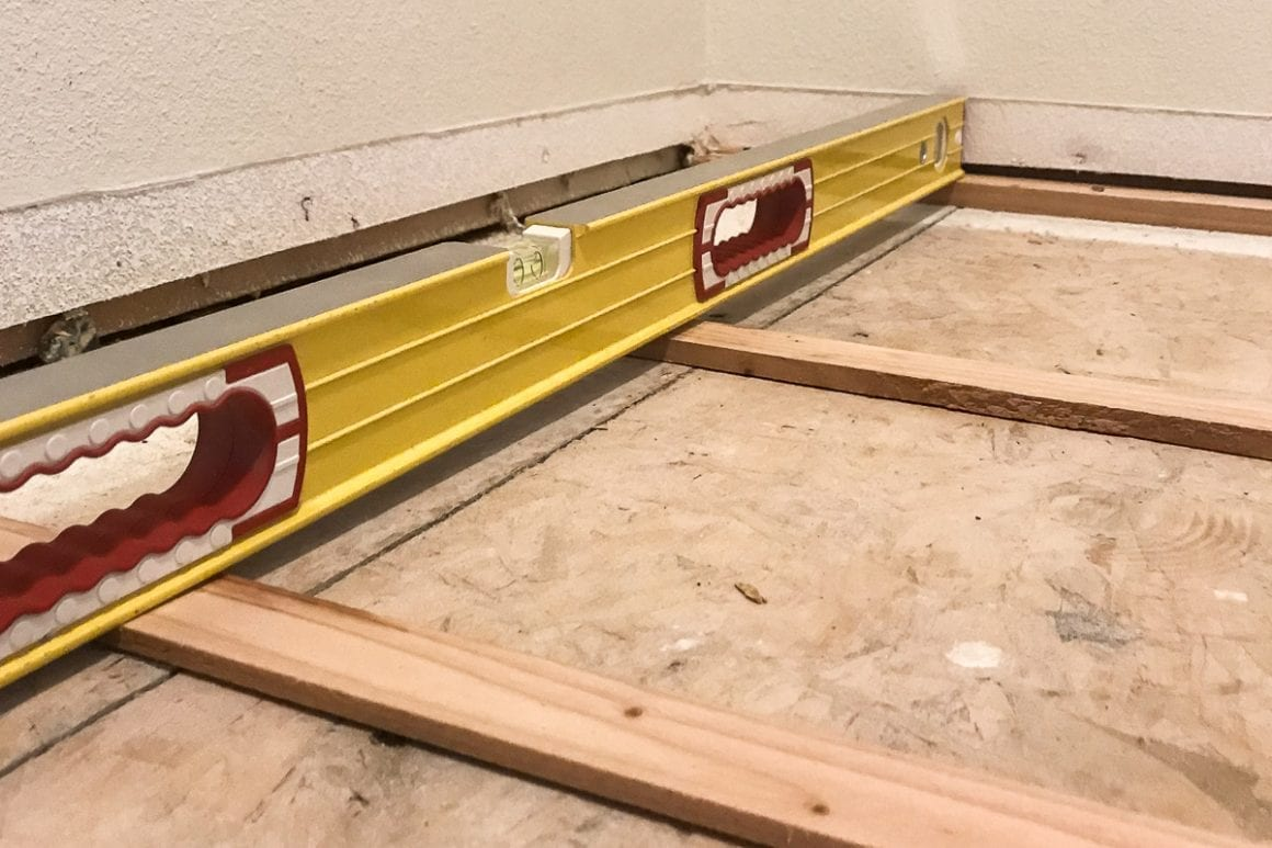 Level with subfloor