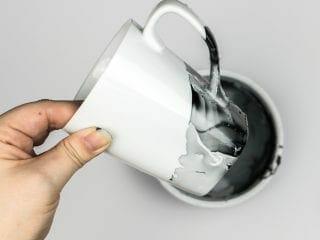 DIY Marble Mugs using Nail Polish