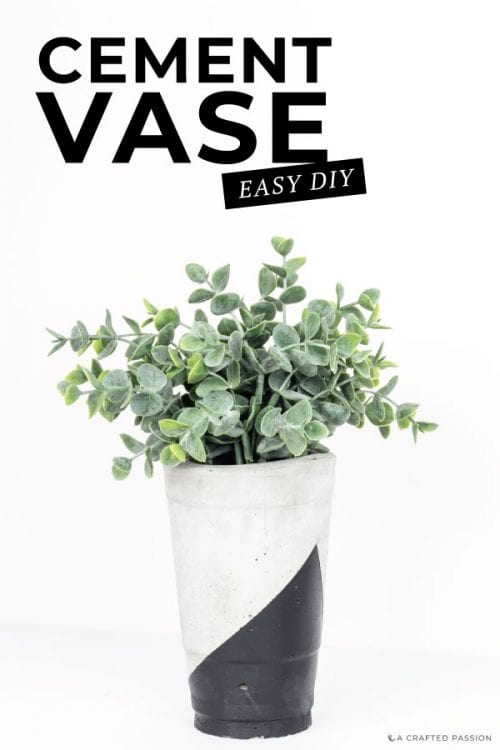 Time to create your own concrete vase. This geometric cement vase is super easy to DIY! #vase #diyvases #homedecor #gardendecor