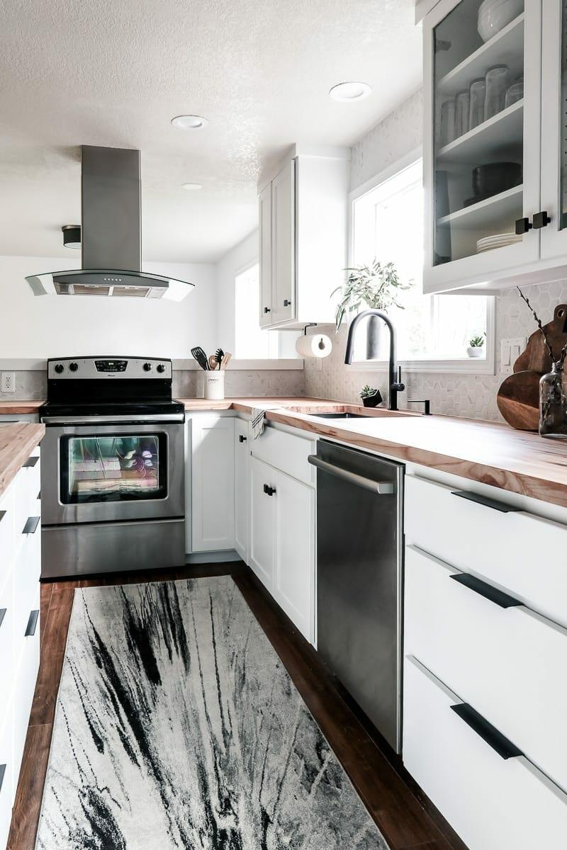 Image of white modern kitchen
